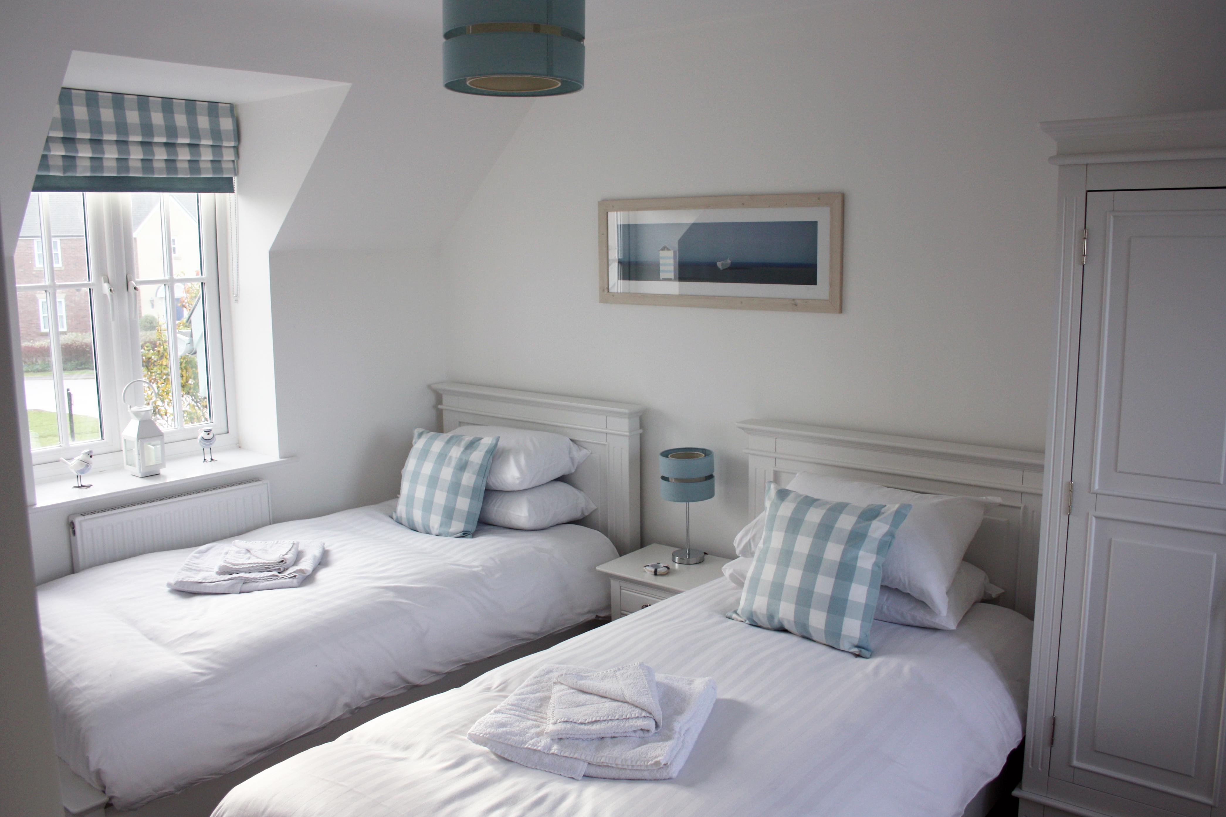 Lovesea Lodge Twin Bedroom